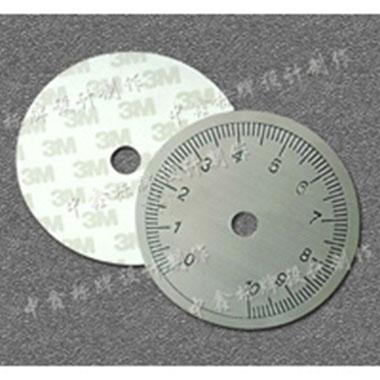 必须悬挂照明标志,以使照明标志的重量保持尽可能低
